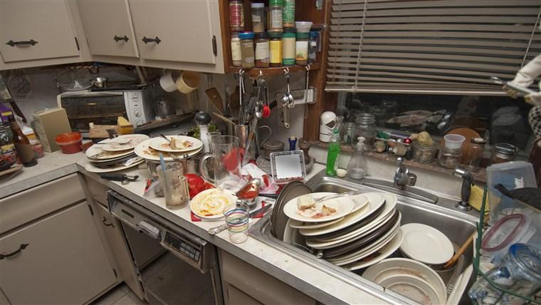 حجم زیاد ظروف کثیف در آشپزخانه و نیاز به آبچکان