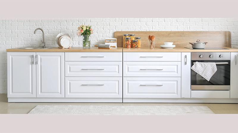 توجه به فرم آشپزخانه و تعادل برای نصب دستگیره کابینت